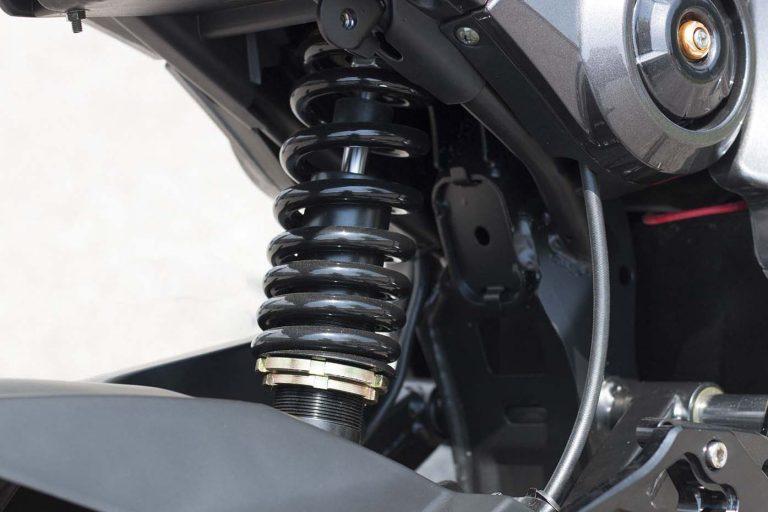 scooter electrique EM1 - suspension avant et arrière ajustable